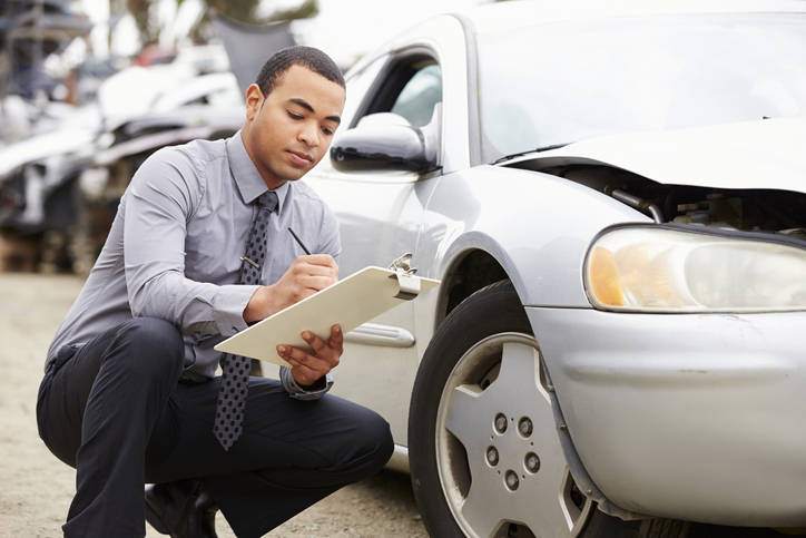 how does an insurance company decide how much my car is worth after an accident